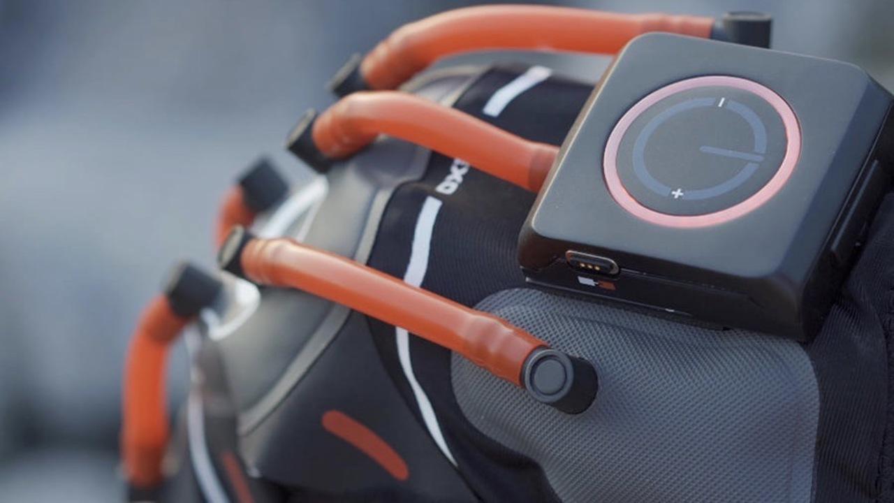 空気圧を自動制御するハイテク膝サポーター「E-Knee」、どう見ても『バットマン』の敵ベイン