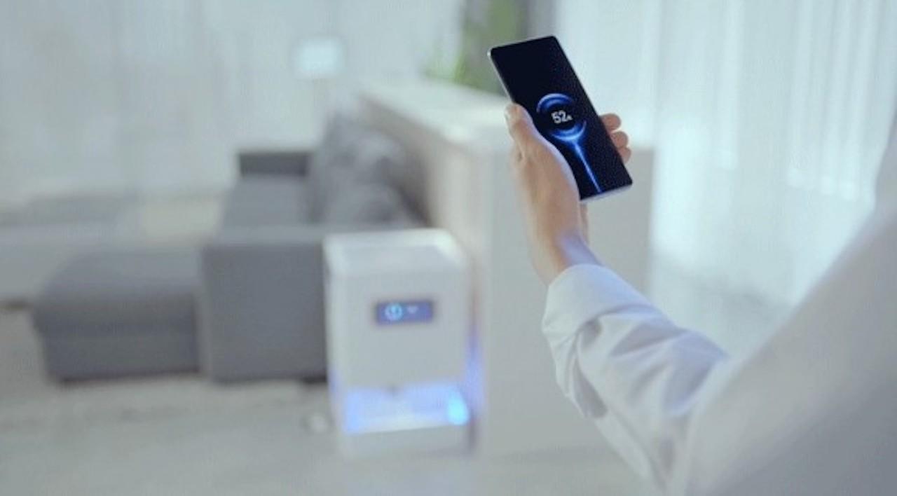 部屋のどこでもスマホ充電が可能! シャオミが無線充電技術をお披露目