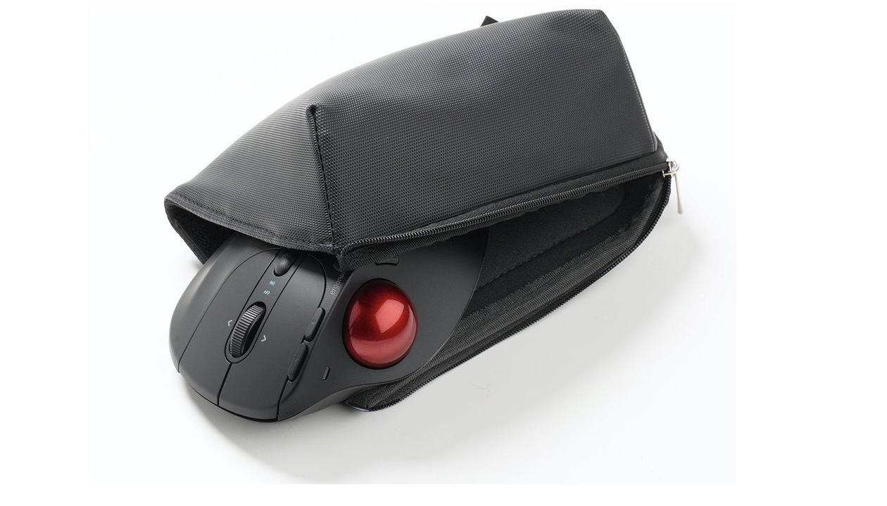 移動の多いテレワーカーに、開くとマウスパッドになるケース