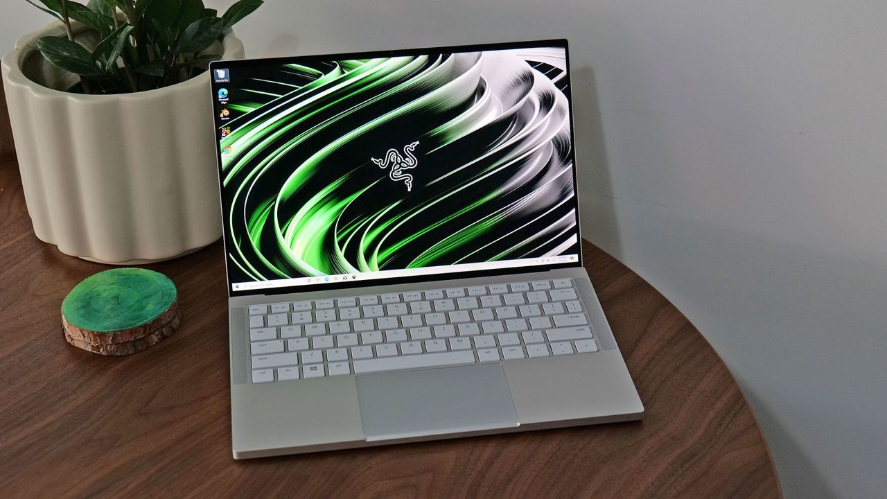 210209_razerbook13rev8