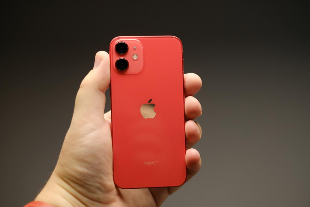 iPhone 13 mini(仮)、予定どおり投入されるとの噂