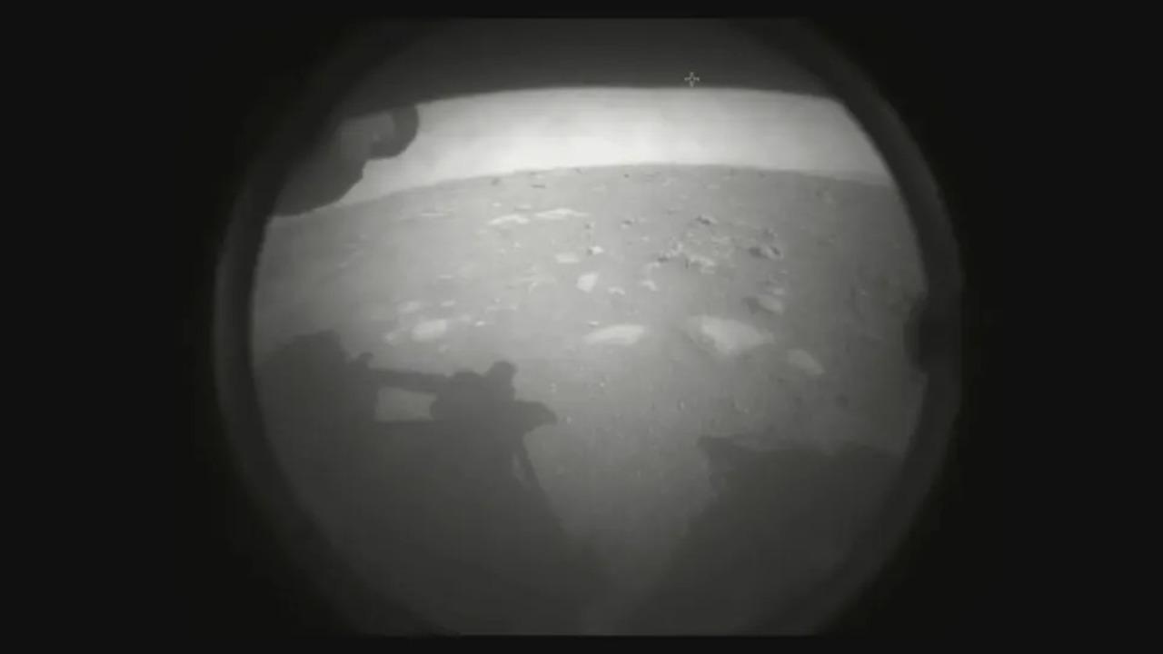 祝着陸!火星探査車「パーサヴィアランス」から初画像が届いた