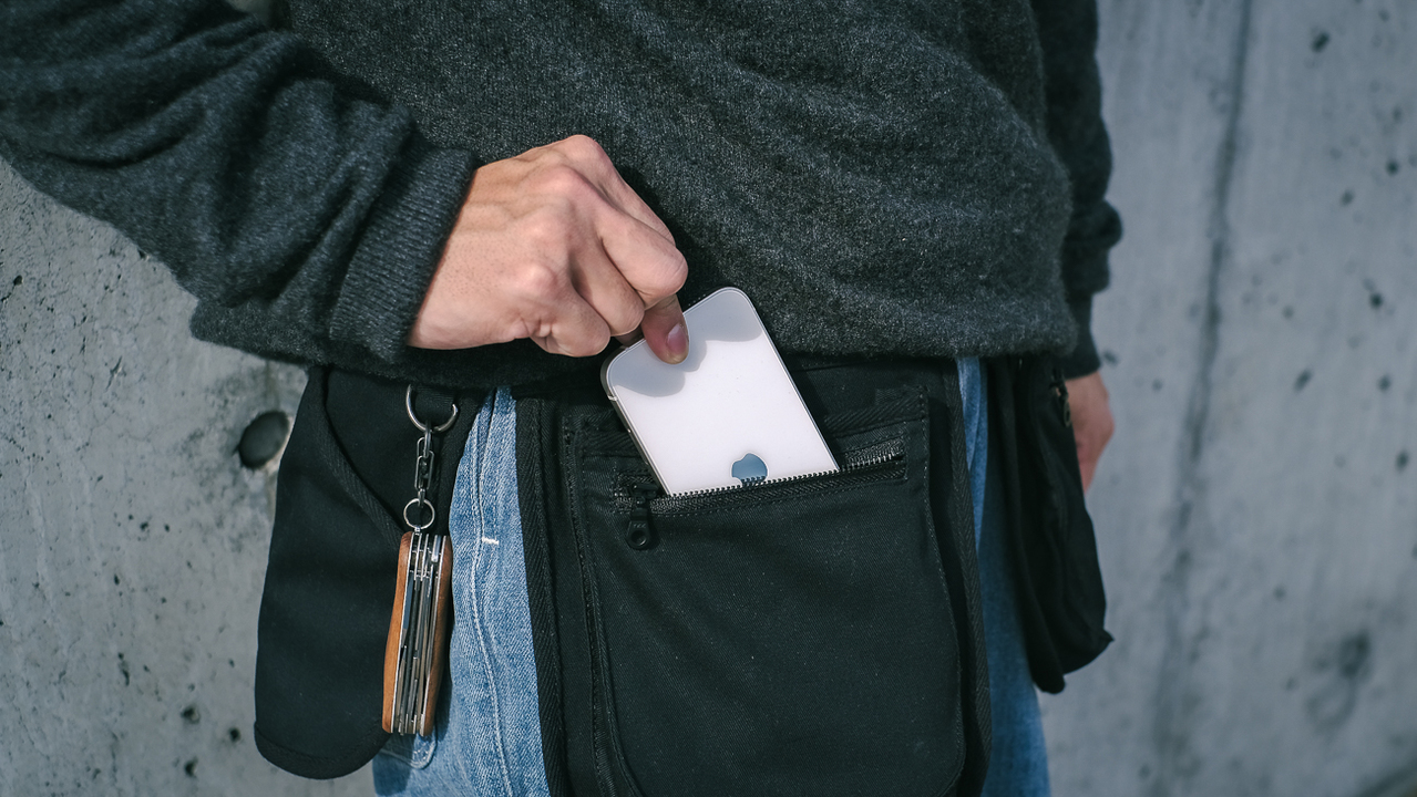 ポケットを増設するという新発想。手ぶらお出かけに良さげなウェストバッグ「INOU」を使ってみた