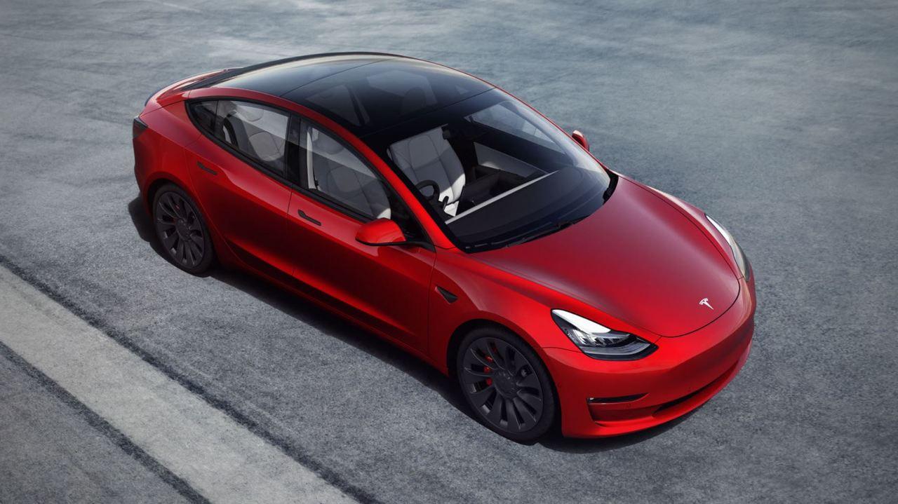 テスラ・モデル3。スタンダードモデルが429万円と一気に82万円の値下げ