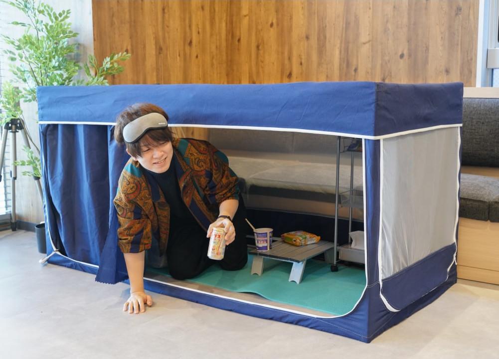 リビングだって秘密基地になる。リモートワークもダラダラも、寝るのも自由なお手軽テント