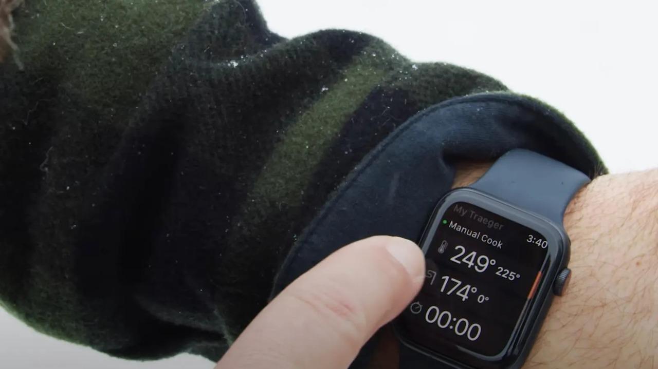 お肉の状態をリモート把握。アウトドア肉食獣のため、TraegerアプリがApple Watchに対応