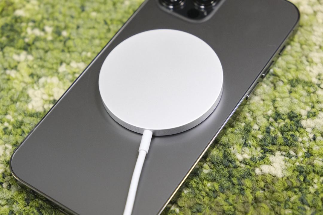 AppleのMagSafeバッテリーは同時に2台充電できちゃうヤツ?