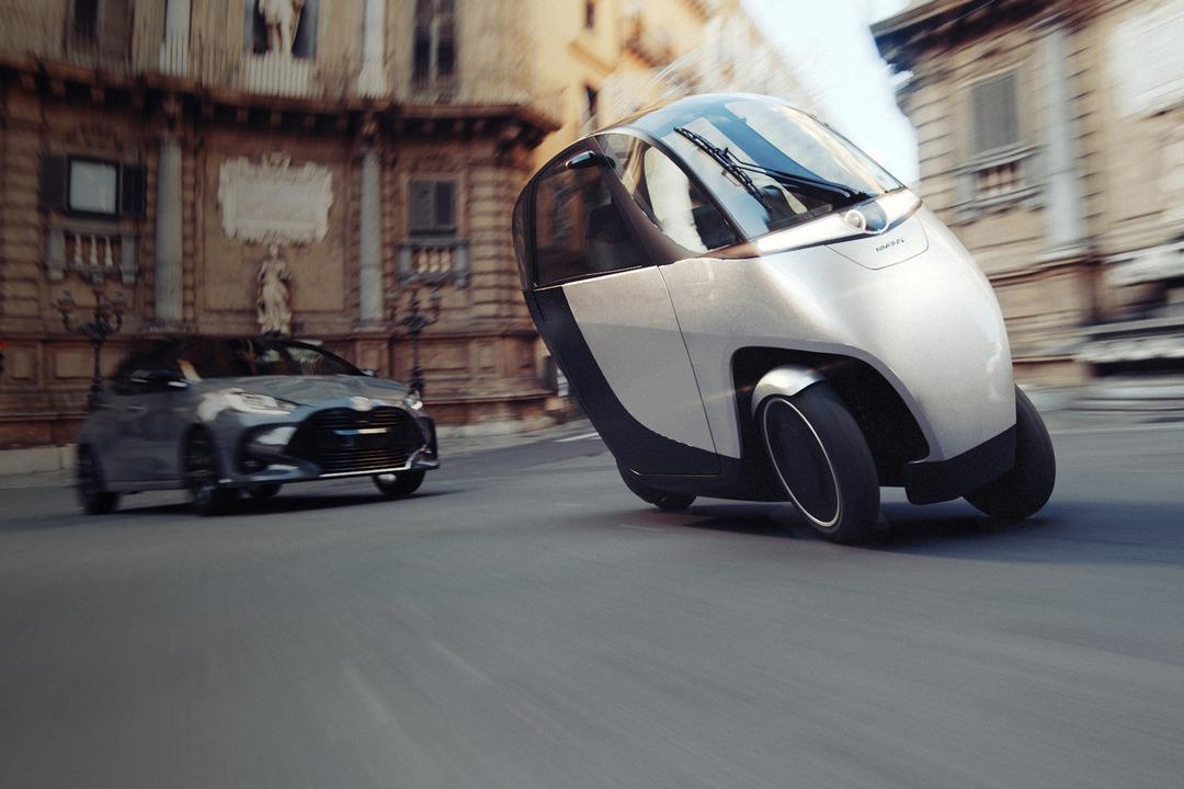 都市型移動にピッタリ。ふたり乗りで未来的な車体のEVトライク「NIMBUS Halo」