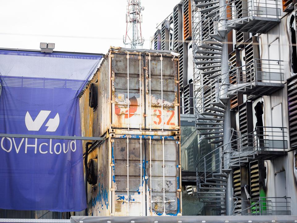 落ちたサイト360万件。欧州最大のデータセンター炎上、データが空のクラウドに...
