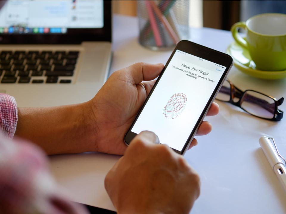 ようやく?iPhone 13では画面内Touch IDの搭載が実現するかも