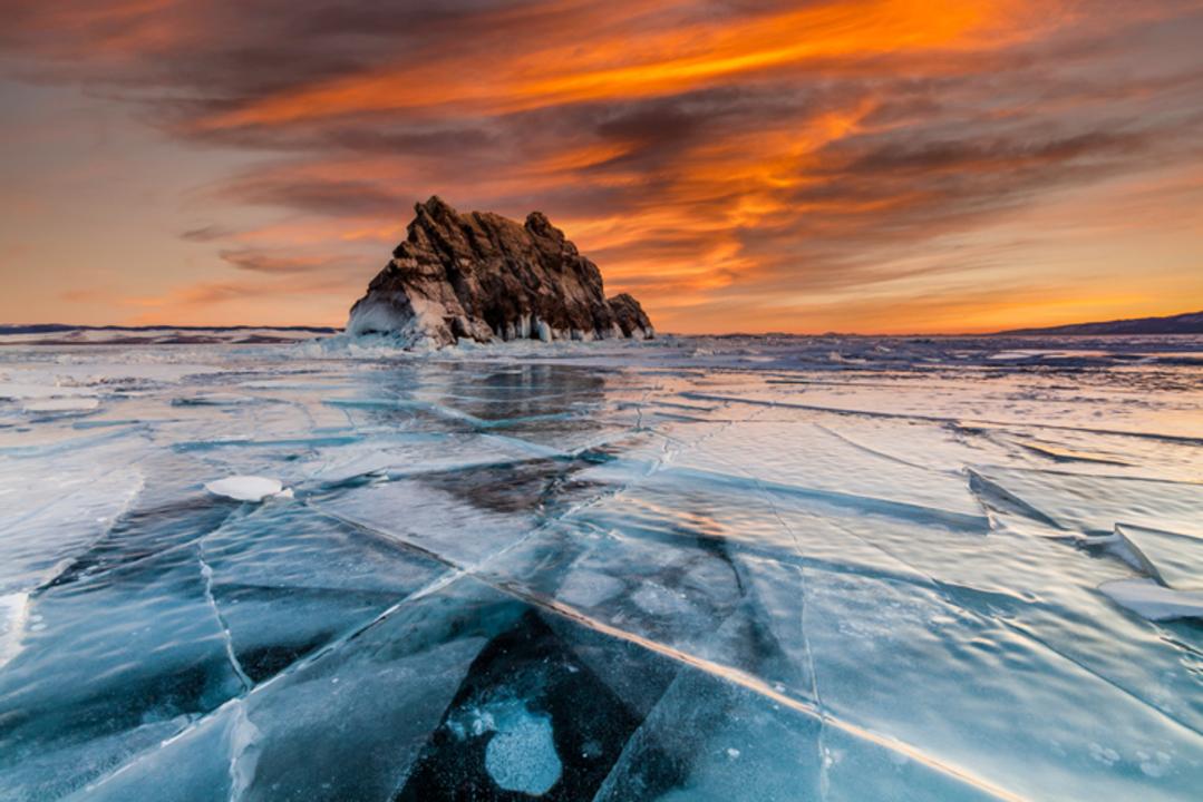 ロシアの科学者が、世界一深い湖に望遠鏡を沈めちゃった理由