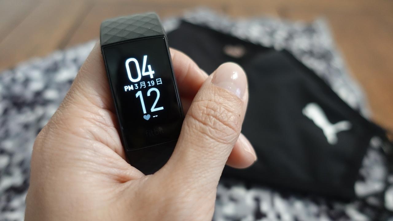 手首で「ピピッ」と支払えるってすごく楽! Suica対応「Fitbit Charge4」体験記
