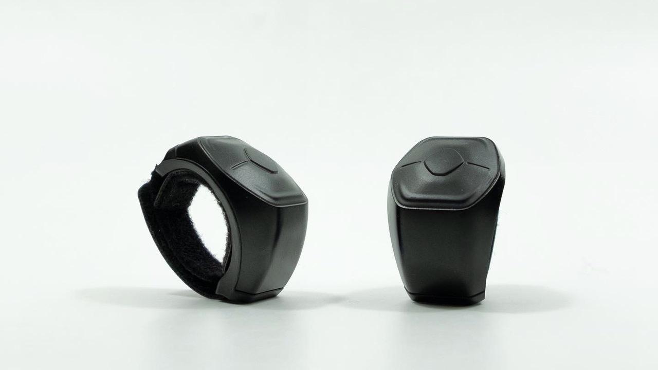 ジェスチャーとボタン操作でPCのさまざまなソフトを操る指輪「One Wave」スマートリング。ウェブ会議も音楽もMS Officeも