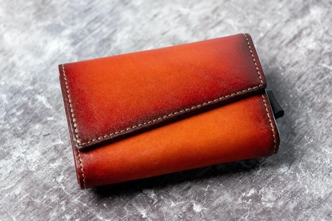 カードをシュと取り出せる! 分離式でミニマルカードケースにもなるお財布