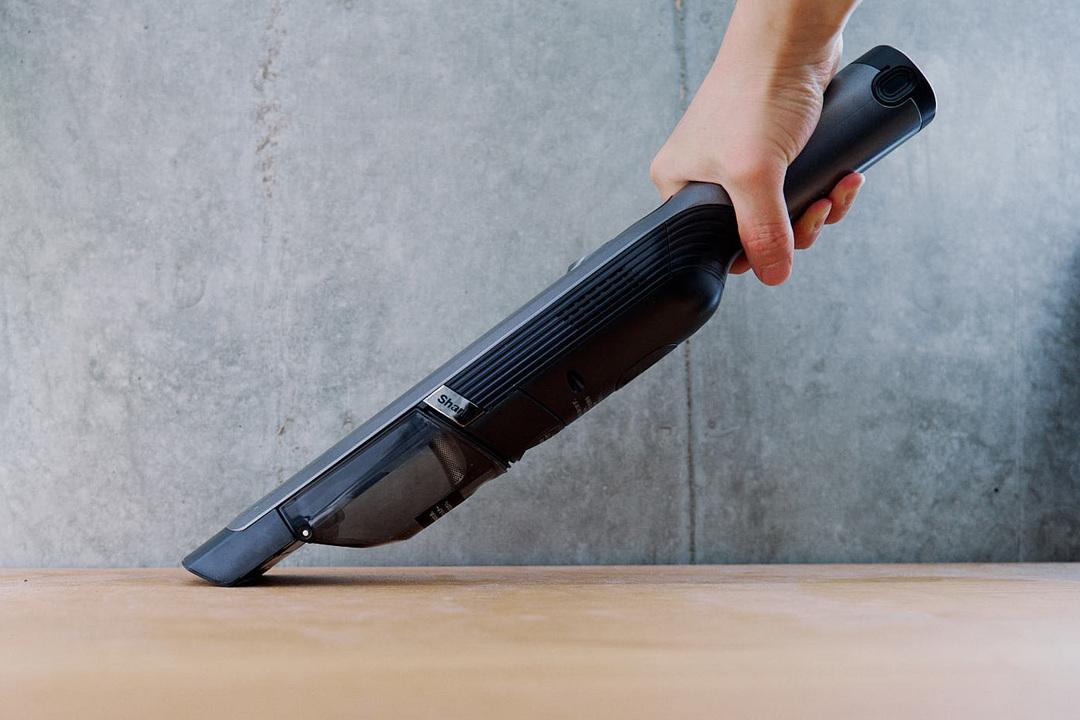 ルンバの苦手を解決するラストワンマイル掃除機「Shark EVO POWER」