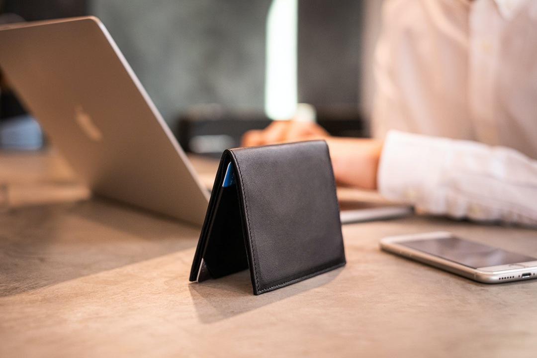 前回4400万円を集めた「Tenuis3」がアップデート。レザー素材の超薄型財布が登場