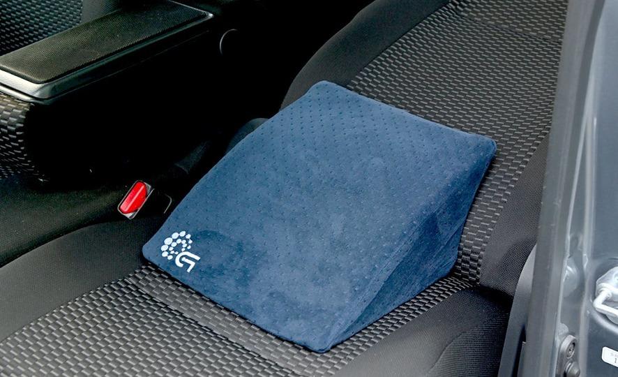 長距離運転時の休憩を助けるリクライニング専用クッション