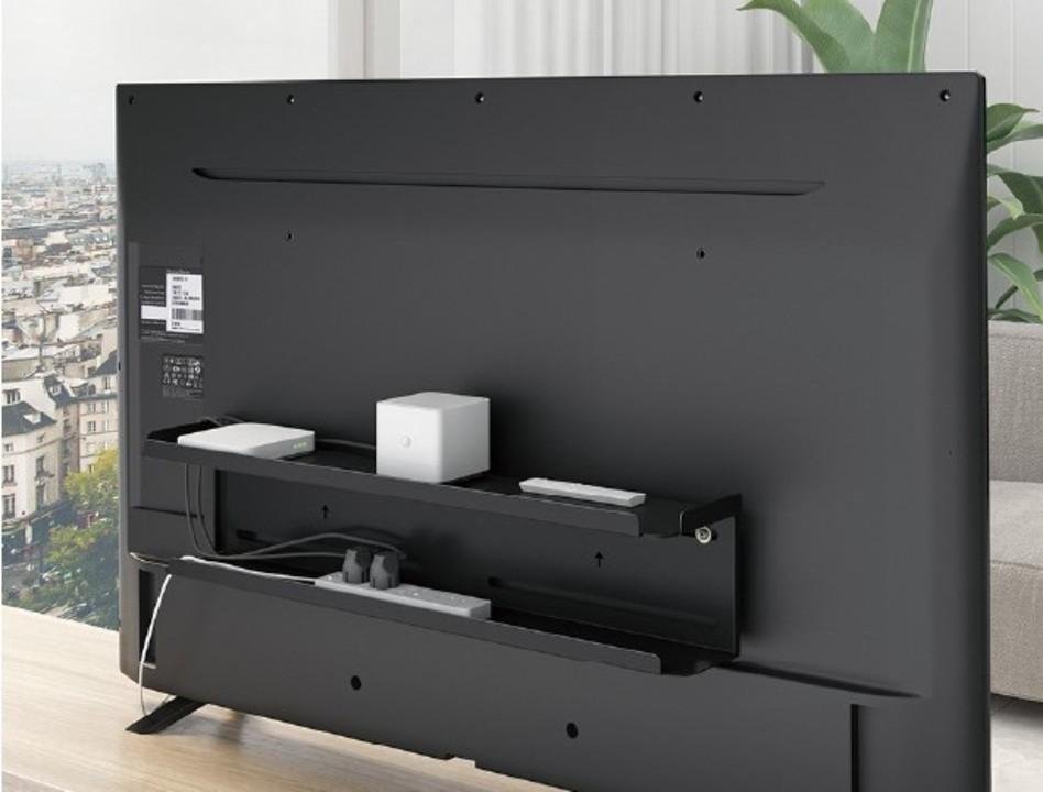 テレビ背面にHDDや電源タップを置ける棚。整理整頓もお掃除もラクラク
