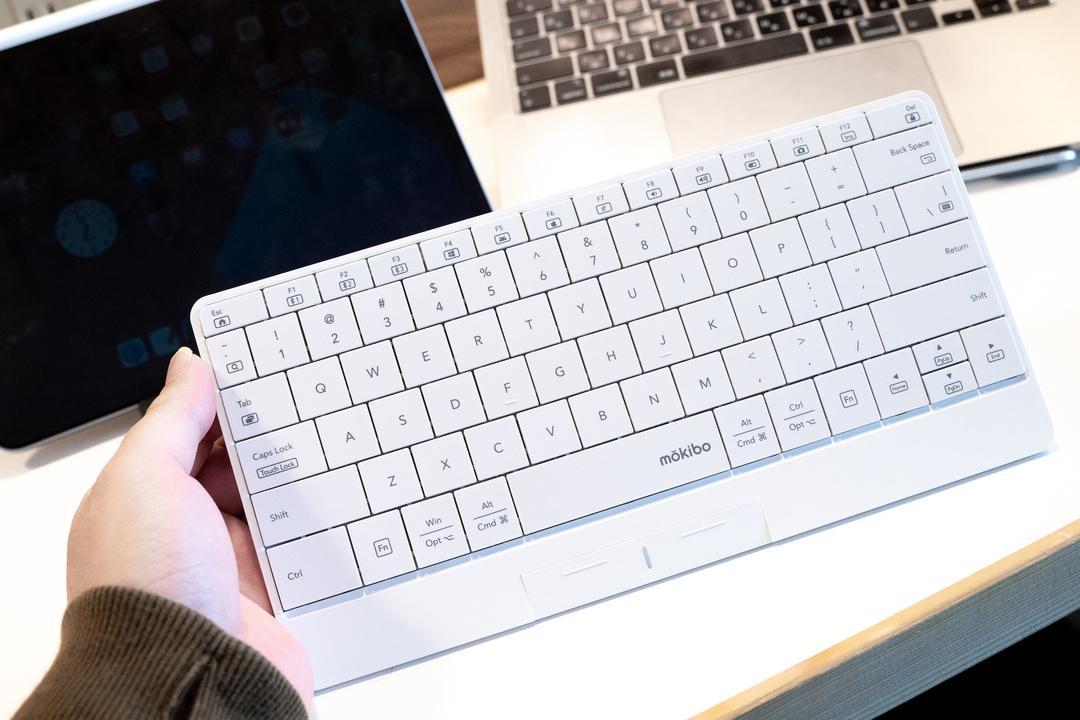 超軽&タッチパッドとして使える! iPadをメイン機にするなら、キーボードは「mokibo」がいいかも