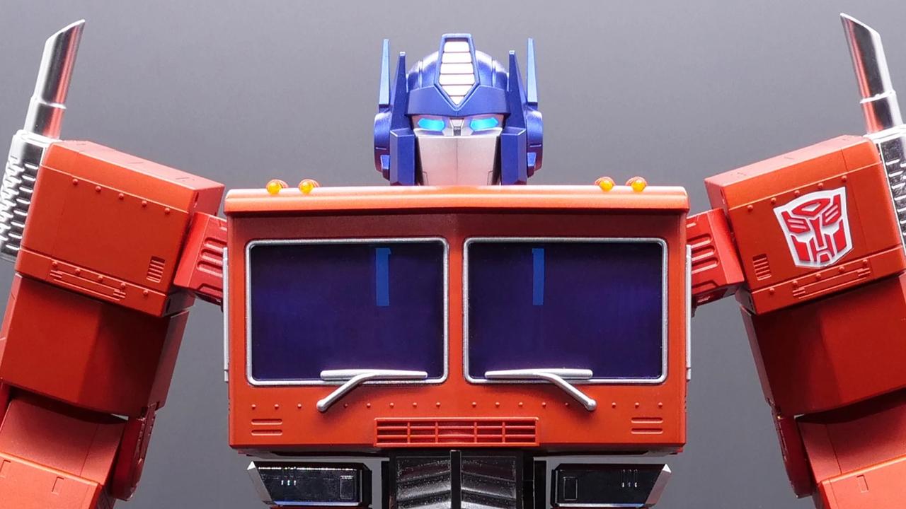 Hasbroから自分でトランスフォームするオプティマスプライムが登場。