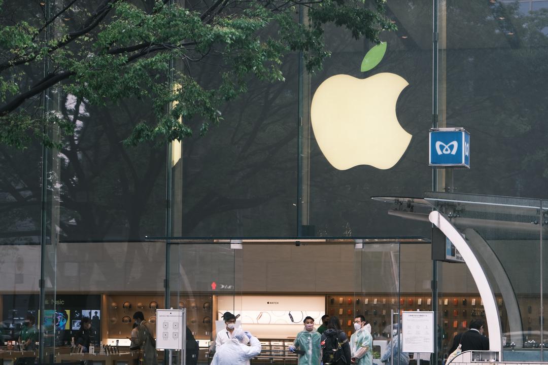 りんごの葉っぱがみどり色。ひさびさにアップルのストアに行ってきた