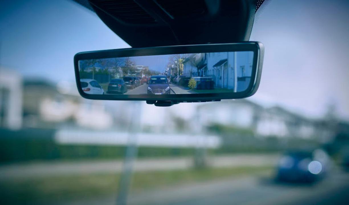 大型バンでも後方が見える。フォードの「スマートミラー」で安全運転を