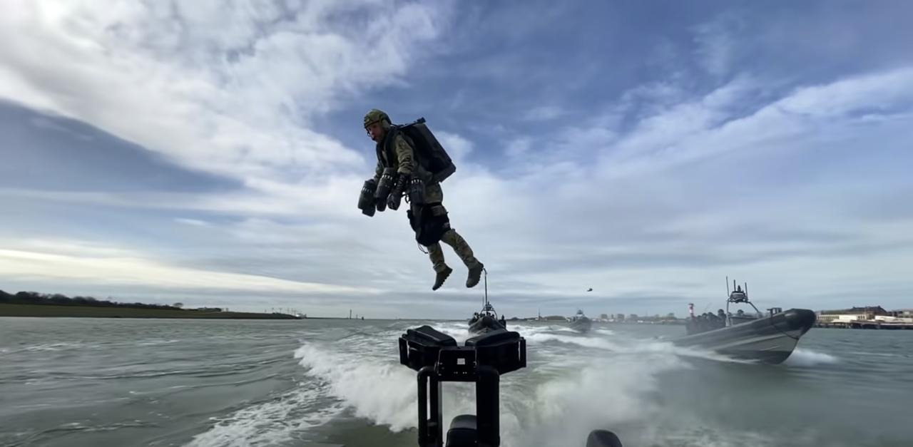 オランダ海軍特殊部隊の訓練にジェット・スーツを導入