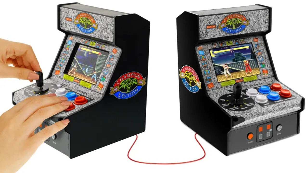 海外で発売されるストⅡのミニアーケード筐体、2台をケーブルでつなげて対戦できる仕様
