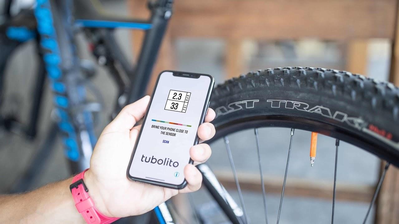 NFCチップ内蔵。空気圧がスマホで分かる自転車用チューブ