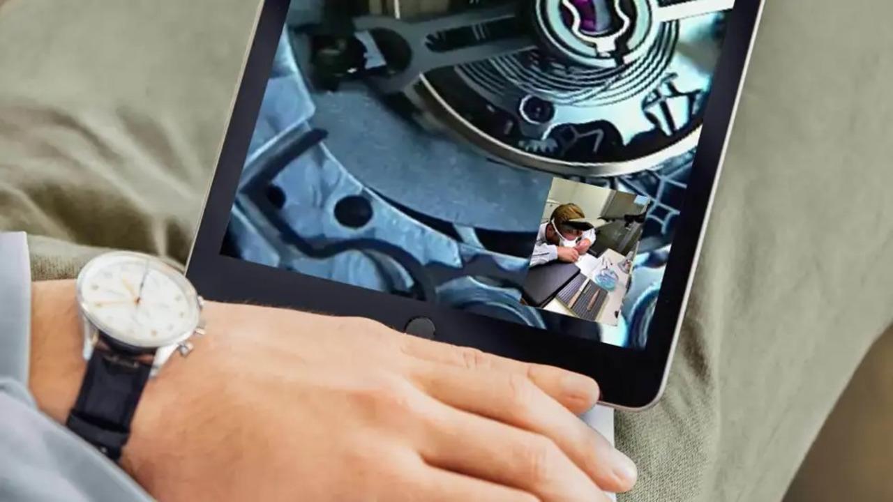 時計ブランドIWCが時計職人用のデジタルルーペを開発