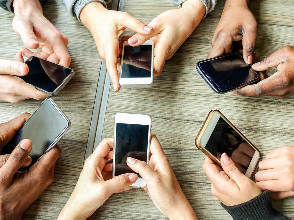スマホおすすめランキング。Android、iPhoneの最新スマートフォンを価格・用途別に紹介【2021年最新版】