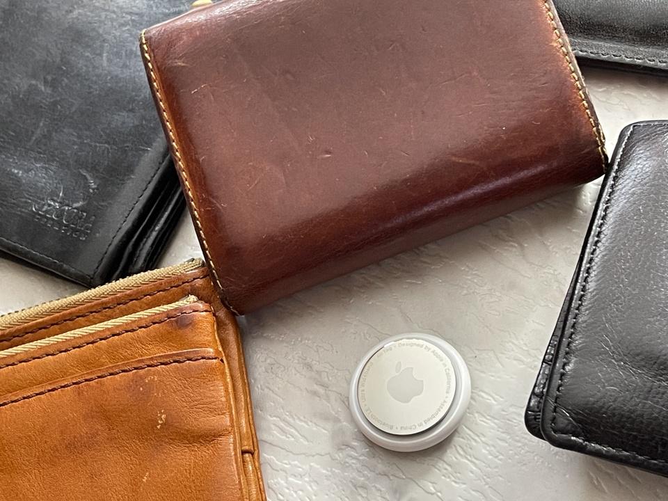 AirTagをいろいろな財布に入れてみた