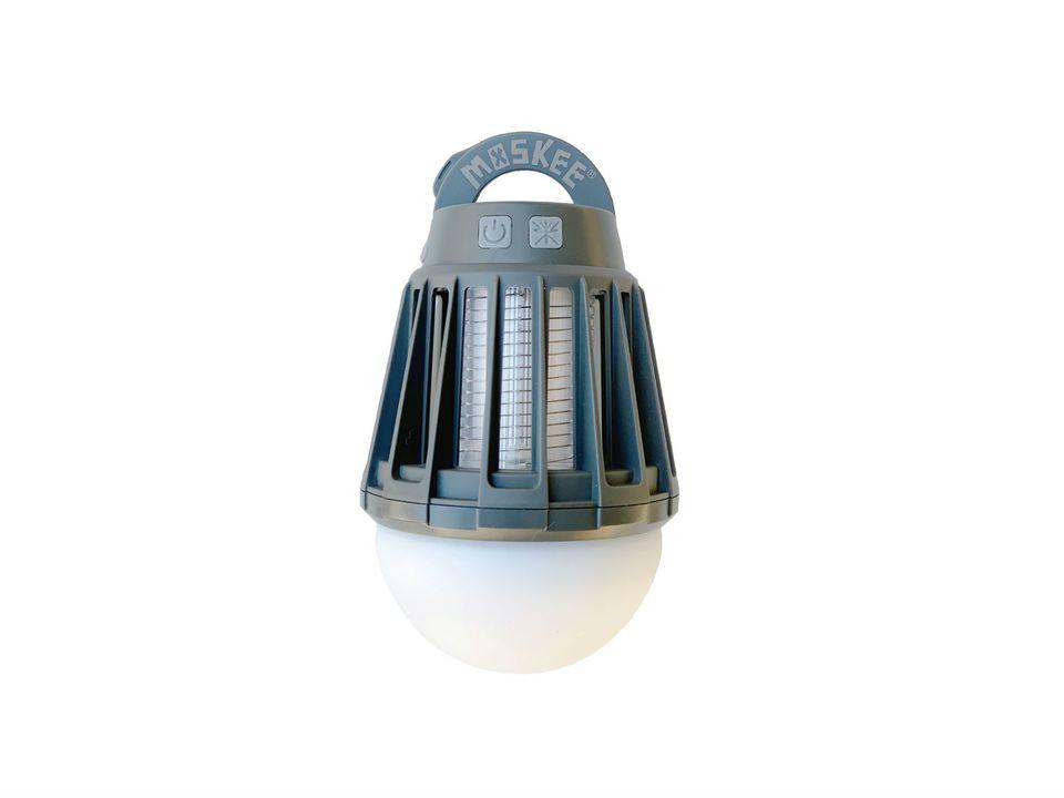 YouはShock! 電撃の殺虫機能&灯りが揺らぐ電球型ランタン「MOSKEE YURAGI」