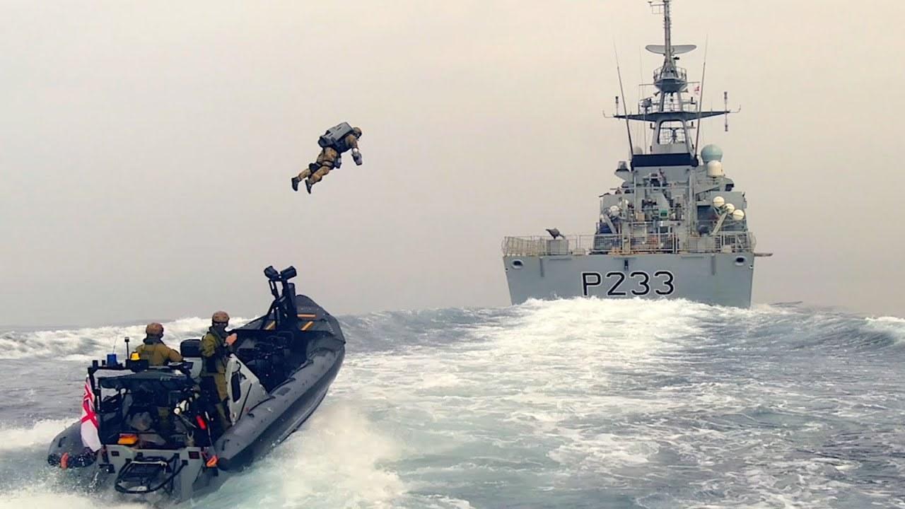 ジェット・スーツの海上訓練、今度は英国海兵隊と3人のパイロットで挑戦
