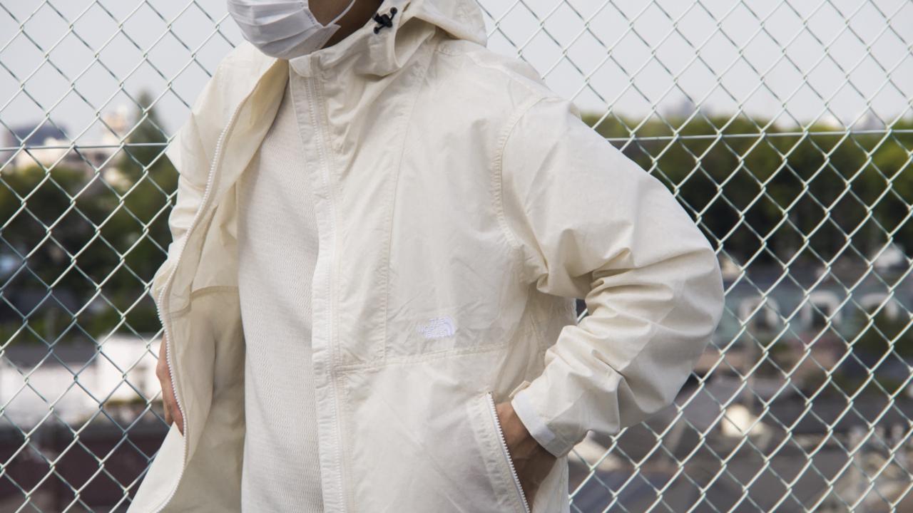 ザ・ノース・フェイスの定番アイテム「コンパクトジャケット」は、春先のタウンユースに大活躍