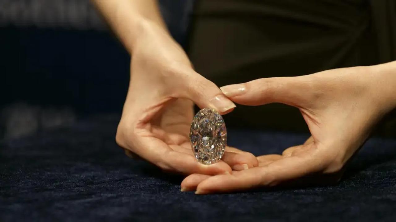ジュエリーメーカー大手、今後は合成ダイヤのみの取り扱いへ