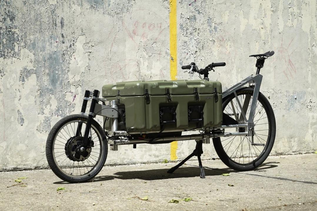 ペリカンケースで何でも積める。前輪ハブモーターのカーゴeバイク「Penny Pelican」