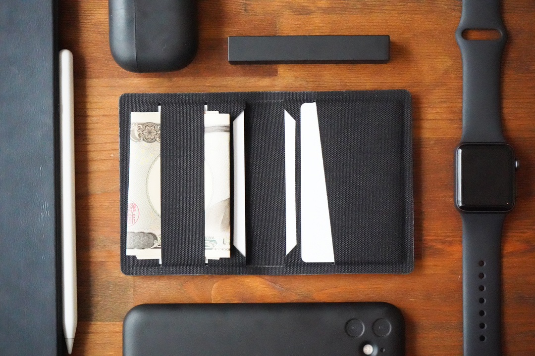 素材もカジュアルでいいね! タフに使えるコーデュラ生地のミニマル財布を使ってみた