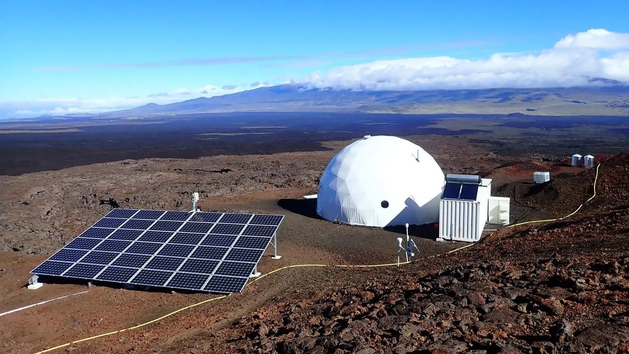 科学者やエンジニアがハワイの火山で火星で生きる訓練中