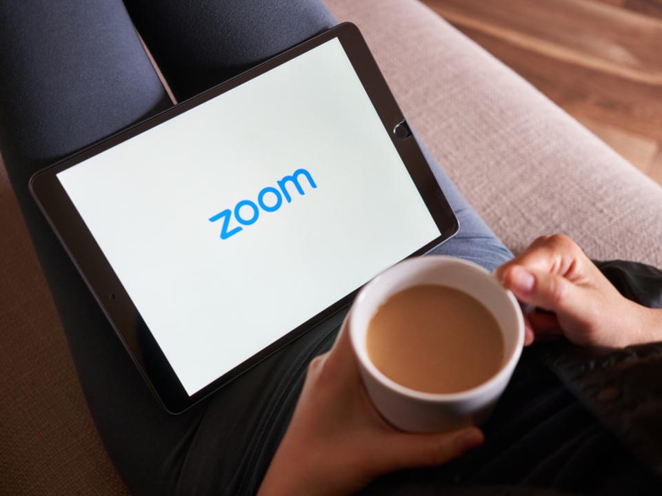 アナタは特別よ。iPadの画面分割「スプリット・ビュー」でカメラが使えるのはZoom(とApple)だけ
