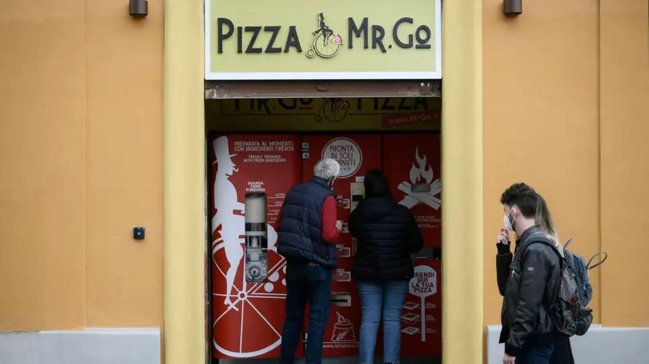 ピザの自動販売機が本場ローマでデビューするも、住民からの反応は…?