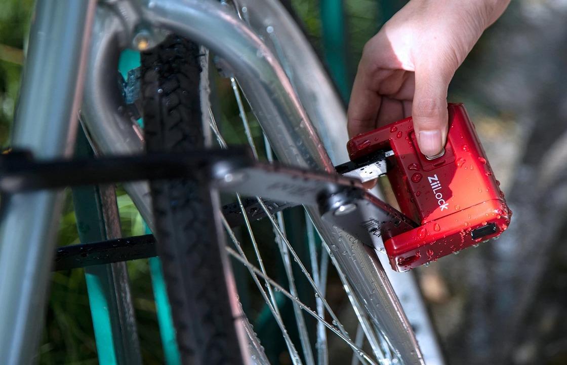スマート指紋認証チェーンロック「ZiiLock」。コンパクトにたためてスマホで解錠&盗難警報も送る