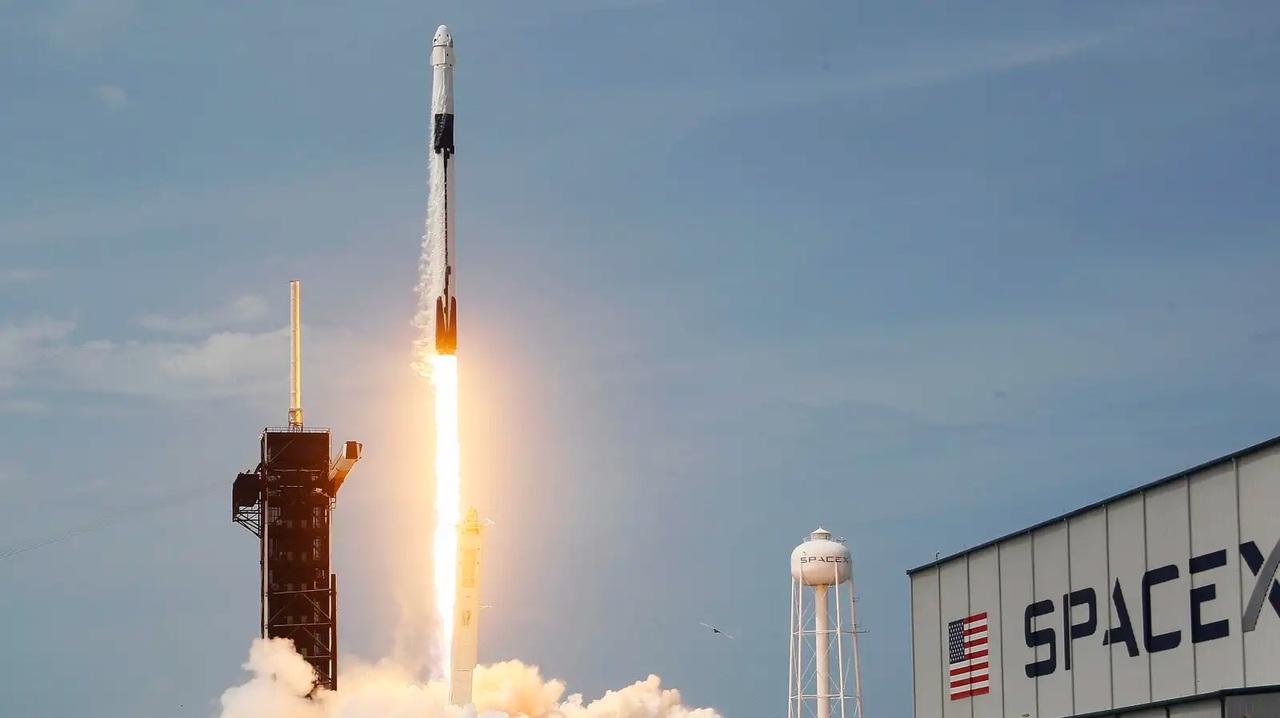 イーロン・マスクの冗談から生まれた暗号通貨ドージコイン、SpaceXで人工衛星を飛ばすのに使われる