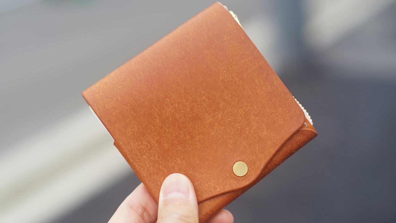 手のひらサイズで容量十分。超機能的ミニ財布「Saku」のおかげで買い物が楽しくなりそう!