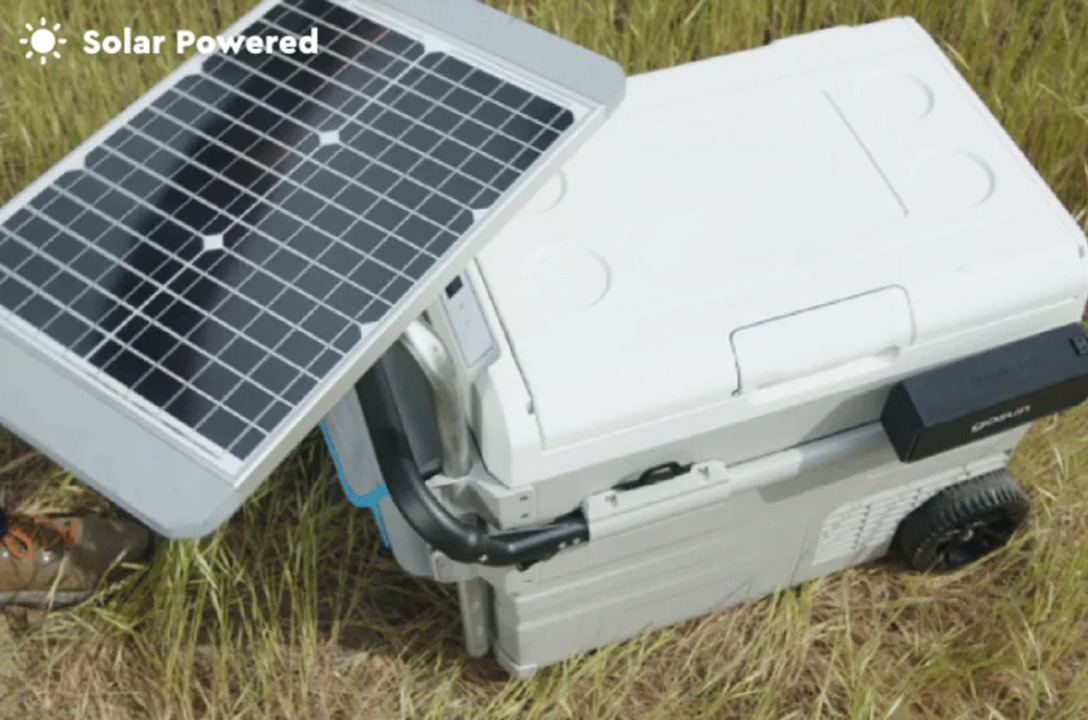太陽光でコーラもアイスも冷やせるアウトドア用ソーラー冷蔵庫