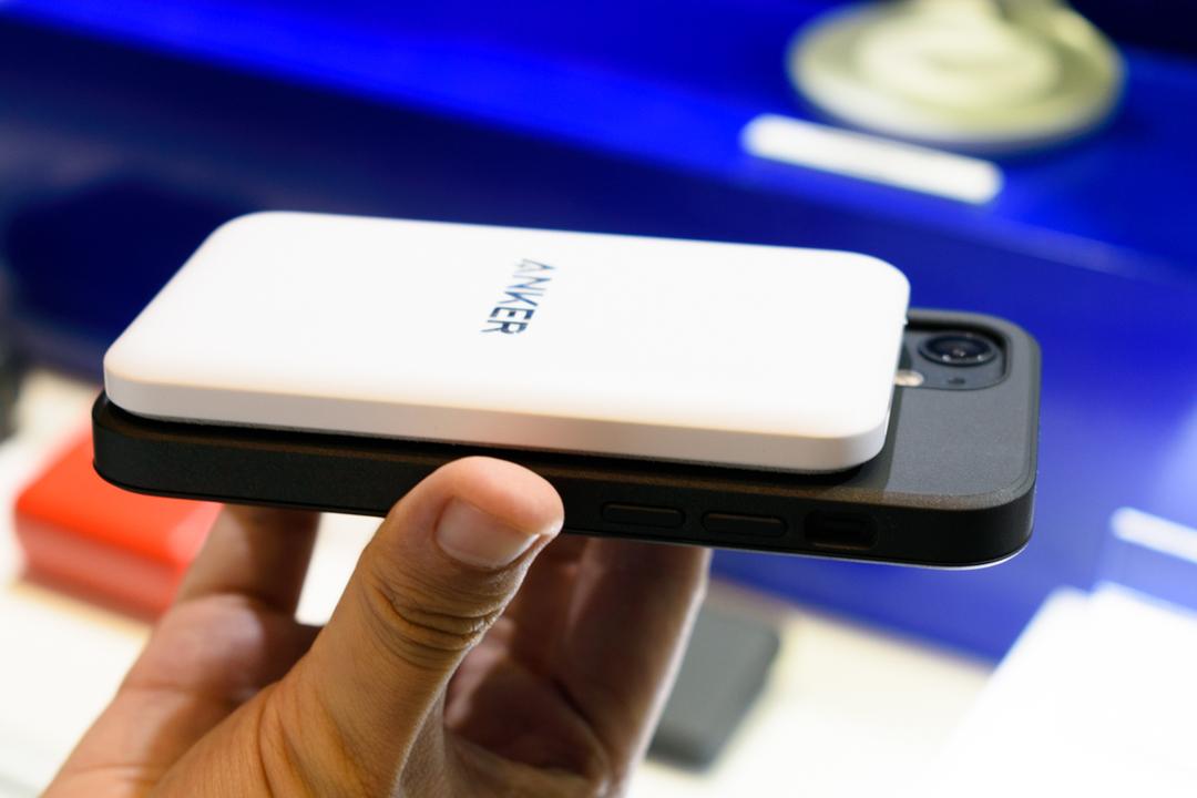 iPhone 12ユーザーが待ち望んでいた「超薄いMagSafeモバイルバッテリー」。Ankerが作りました