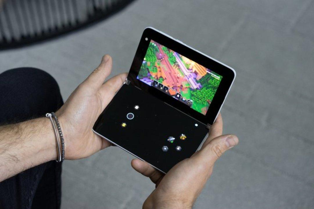 「Surface Duo」、片面にタッチコントローラーが出てDSのようにXboxゲームがプレイ可能に
