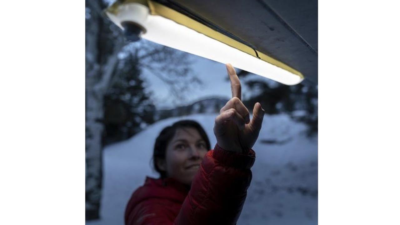 テレワークにも良き。空気で膨らませて使うアウトドア用のお手軽LED照明