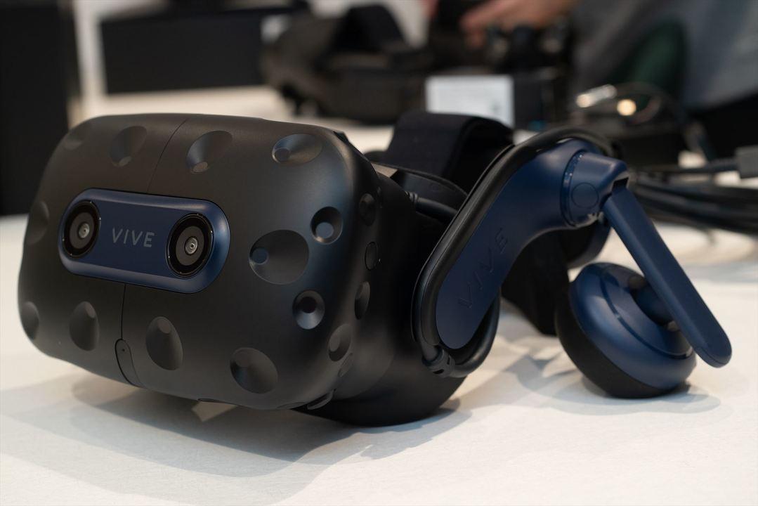 VRの次元がひとつ上がった:HTC「VIVE Pro 2」