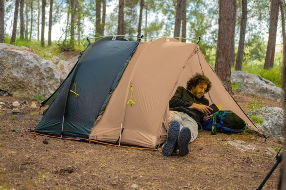 テントは一人一台の時代!? マットも寝袋もセットになった拡張OKなソロテント「Rhinowolf2.0」